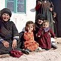 Vrouwen met kinderen Maarrat Dibsah - Stichting Nationaal Museum van Wereldculturen - TM-20036600.jpg