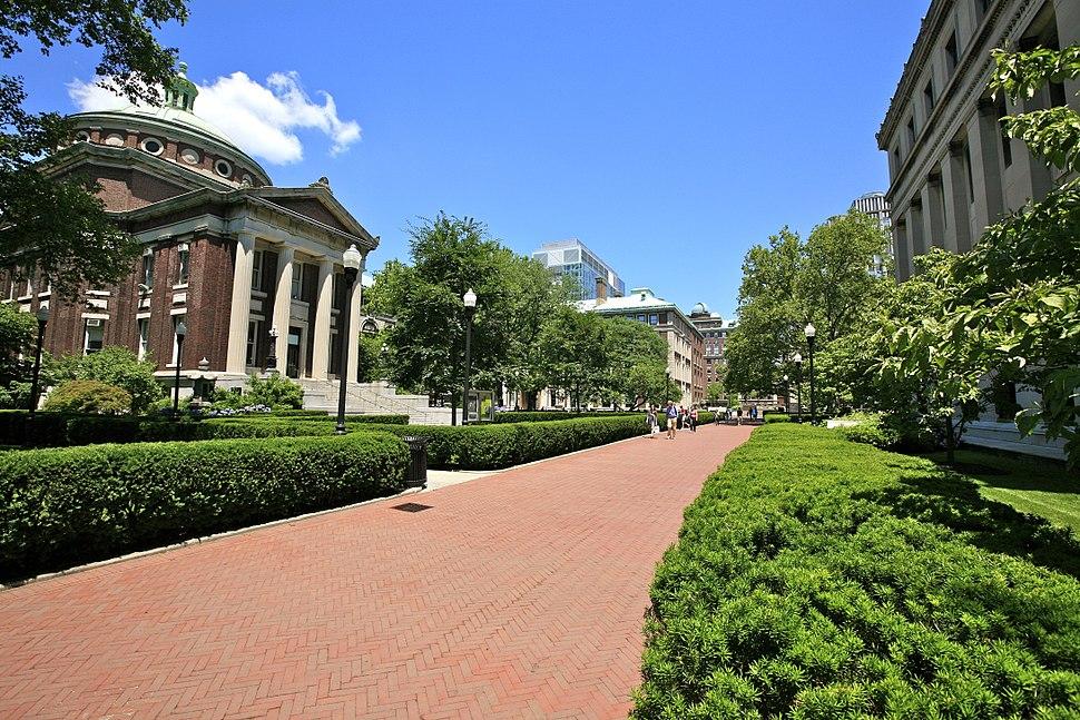 Walking Through Columbia University (5892973734)