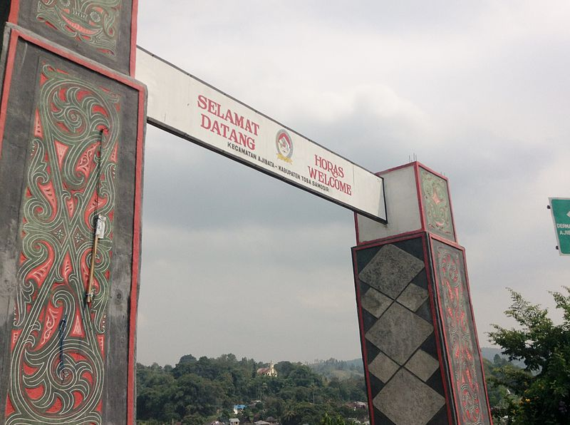 Berkas:Welcome Gate To Ajibata, Toba Samosir.JPG