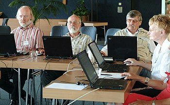 Wikipedia in Senioren-Internetcafes - 012.jpg