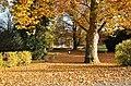 Wilhering Stiftspark Pavillon Steinpostamente.jpg