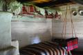 Wnętrze chaty mniejszości ukraińskie z Maramuresz.png