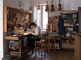 Image illustrative de l'article Luthier