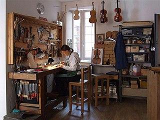 Workshop of Hildegard Dodel, luthier in Cremona (Italy).