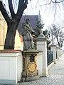 Wrocław, figura św. Jana Nepomucena przed kościołem pw. św. Maurycego.jpg