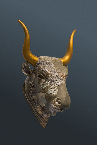 Bull head rhyton