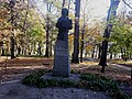 Пам'ятник українському бджоляру Прокоповичу.jpg