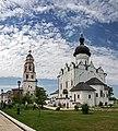 Туристы, Успенский Собор и Никольская церковь.jpg