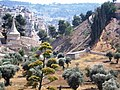אמק יהושפט עם יד אבשלום The valley of Yehoshafat with the Tomb of Absalom.jpg