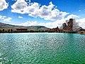 نمای زیبا از دریاچه تخت سلیمان در نمای دور.jpg