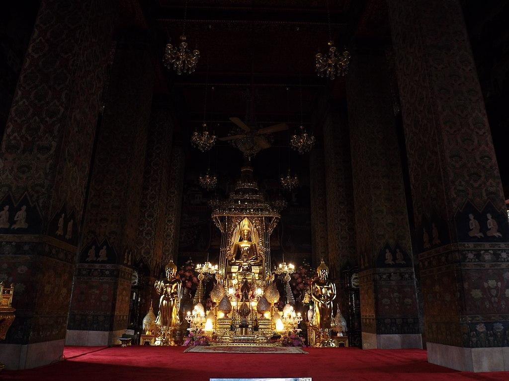 Intérieur du temple de Wat Pathum Wanaram à Bangkok