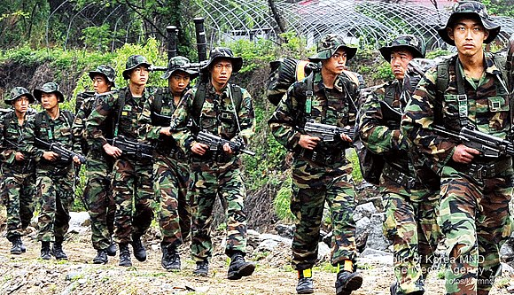 Soldiers of the ROK Armed Forces 27th Infantry Division, Reconnaissance Battalion, conducting long march exercise, 2009 yuggun27sa ceonrihaenggun (7438818794).jpg