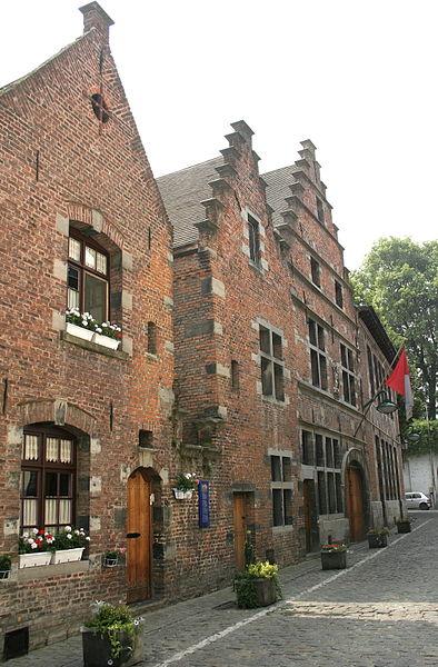 Tournai  (Belgium), Réduit des Sions, 32-36 - La Maison Tournaisienne (XVIIth century) actual Folklore Museum.