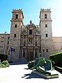 022 Sant Miquel dels Reis (València), façana de l'església i escultura Dona llegint.jpg