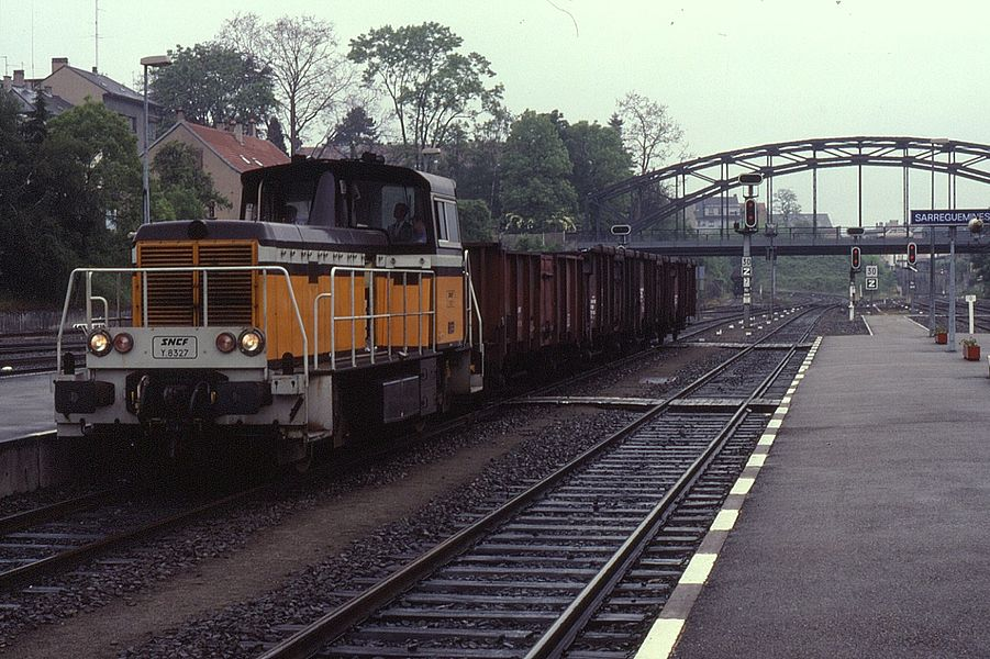 Shunter Y8327 is seen passing through Sarreguimes on 6 June 1991 on a short freight working. Altogether 274 of these shunting locos were built.