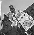 14e Nationaal Congres voor de goochelkunst te Haarlem, Bert van Schaik toont zij, Bestanddeelnr 917-8205.jpg