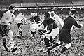 1936 (10 mai) Narbonne (en foncé) champion de France de rugby face à Clermond-Montferrand (en blanc), au Stade des Ponts-Jumeaux de Toulouse.jpg