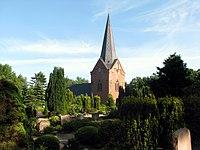 2009-05-31 Kirche Drelsdorf mit dem umgebenden Kirchhof.JPG