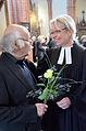 2014-04-18 Apostelkirche Hannover, Karfreitag-Gottesdienst, (032) Pastorin Katrin Woitak bedankt sich bei Erwin Schütterle.jpg