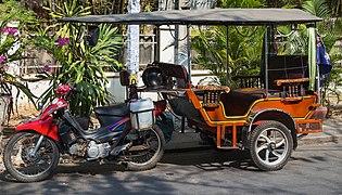 2016 Phnom Penh, Kambodżański tuk-tuk (02) .jpg