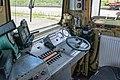 418 122 (hagyományos) mozdony vezetőállása.jpg