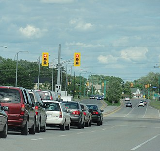 Ontario Highway 420 - A view of Regional Road 420 proceeding east past Stanley Avenue at the terminus of Highway 420