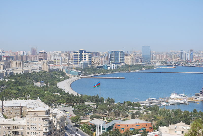 فائل:A view to Baku and it's Boulevard.JPG