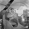 Aankomst Jean Marais op Schiphol, hier in de helicopter, Bestanddeelnr 917-6463.jpg