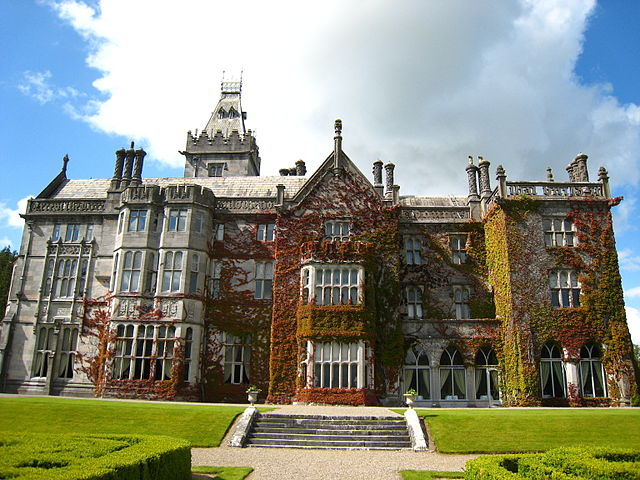 File adare manor img wikimedia commons for Adare house