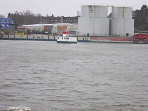 Adler I auf dem Nord-Ostsee-Kanal.jpg