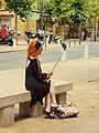 Aix-en-Provence-FR-13-cours Mirabeau-femme au smartphone-01.jpg