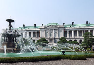 Akasaka Palace - The main building and the fountain