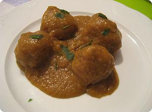 Español: Albóndigas en salsa.
