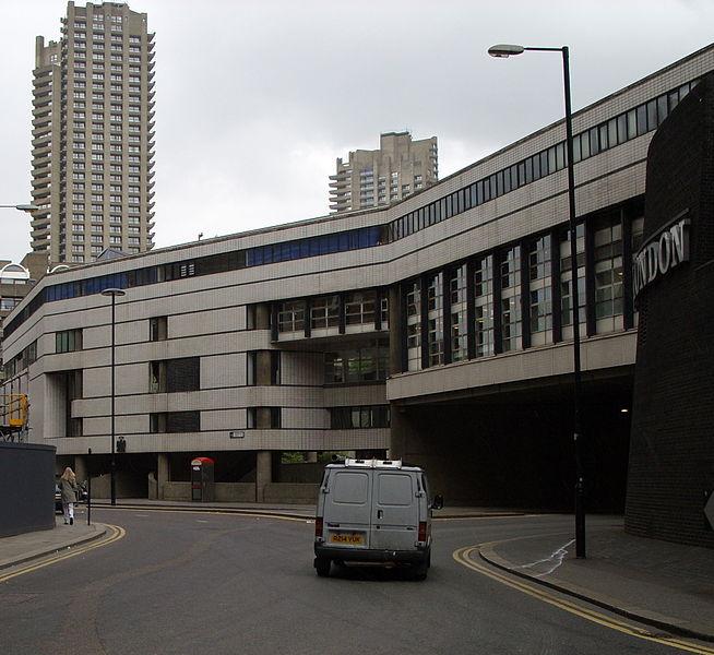 File:Aldersgate - London Wall junction with Museum of London & Lauderdale Towerr.JPG