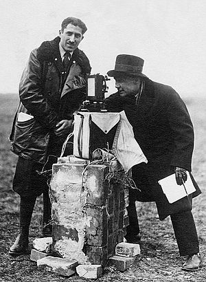 Finn Malmgren - Aldo Pontremoli and Finn Malmgren (right) studying the magnetic field during Umberto Nobile's expedition to the Arctic in 1928.