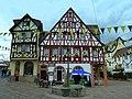 """Alzey - Das Weinhaus """"Deutsches Haus"""" am Fischmarkt wurde 1699 erbaut - panoramio.jpg"""
