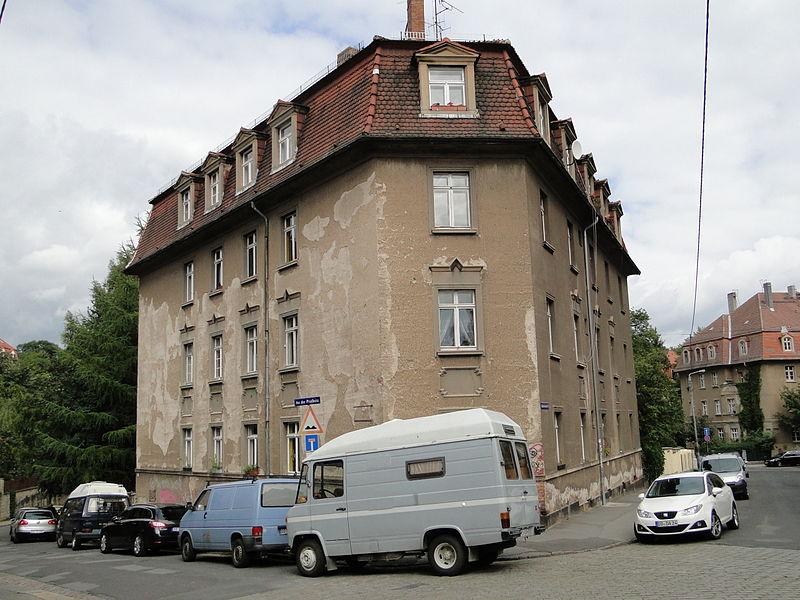 Vieille maison à Dresdes l'isolation est à l'origine d'une grande quantitée d'énergie perdue. Source : Paulae/Wikipédia