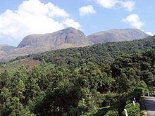 Anamudi, sulla destra, è la vetta più alta dei Ghati occidentali, con i suoi 2695 m