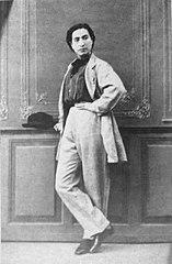 https://upload.wikimedia.org/wikipedia/commons/thumb/7/72/Anita_Garibaldi_Photo_BW.JPG/157px-Anita_Garibaldi_Photo_BW.JPG