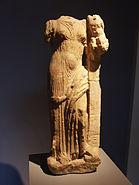 Aphrodite portant Eros dans ses bras