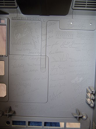 Macintosh 128K - Signatures inside the Macintosh 128K case