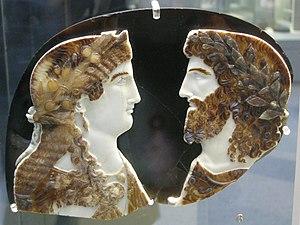 Arte romana, cameo in sardonice con due mebri della famiglia imperiale come giove ammone e giunone (o iside), 37-50 dc