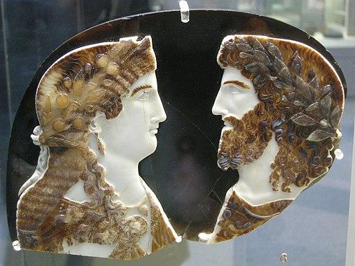 Arte romana, cameo in sardo-nice con due mebri della famiglia imperiale come giove ammone e giunone (o iside), 37-50 dc