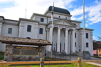 Newland, North Carolina - Avery County Courthouse