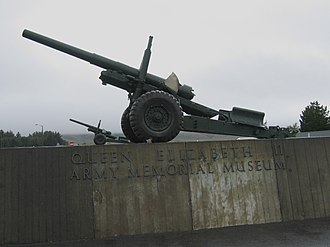 National Army Museum (New Zealand) - BL 5.5 inch Medium Guns at the entrance to the QEII Army Memorial Museum