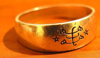 Bahá'í symbols - Ringstone symbol on jewelry