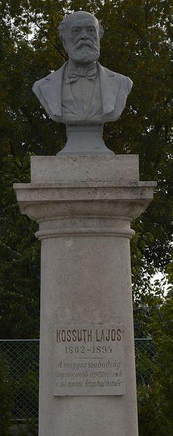 Balatonszabadi, Kossuth-szobor.jpg