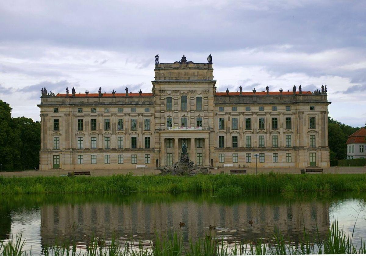 Una Vasca Da Bagno Traduzione In Francese : Castello di ludwigslust wikipedia