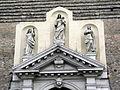 Basilica del Carmine, facciata, gruppo statue portale (Padua).JPG