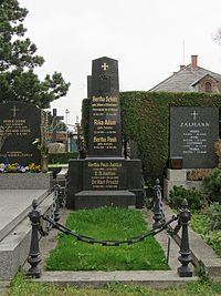 Bertha Schütz-Dillner grave, 2016.jpg